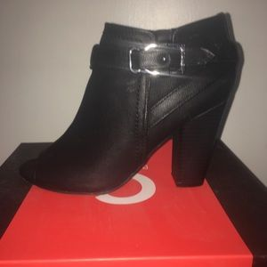 Adorable pair of Guess black open toed booties